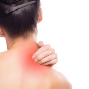 「猫背」が原因で肩周りの症状が強くなる?